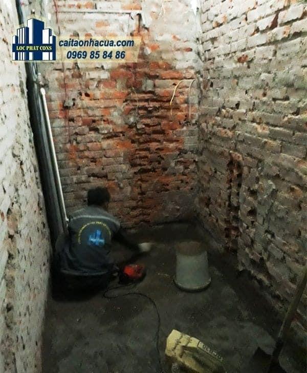 Xây nhà vệ sinh, lắp điện nước nhà chú Lợi-1