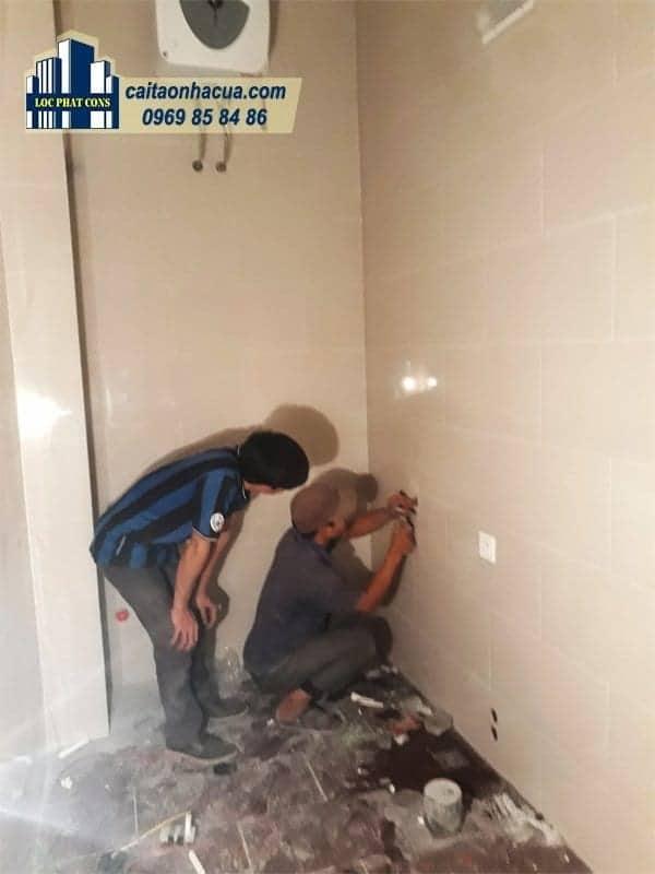 Xây nhà vệ sinh, lắp điện nước nhà chú Lợi-2