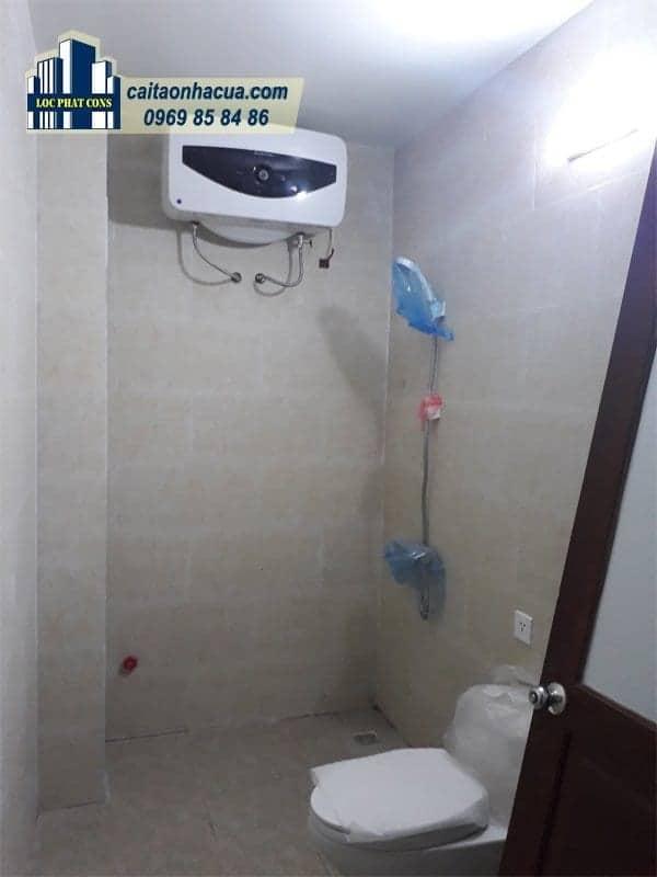 Xây nhà vệ sinh, lắp điện nước nhà chú Lợi-4