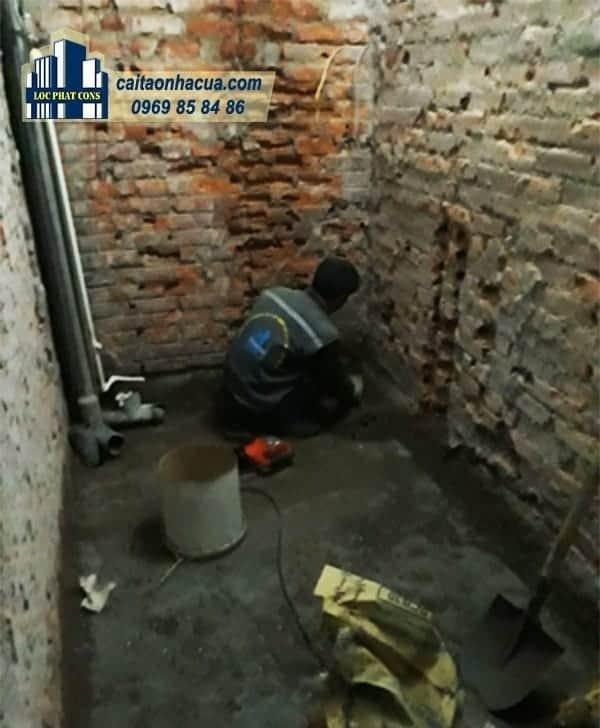 Xây nhà vệ sinh, lắp điện nước nhà chú Lợi